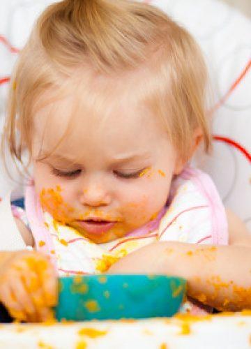 בין הנקה להאכלה – מדריך למעבר מוצלח למזון מוצק
