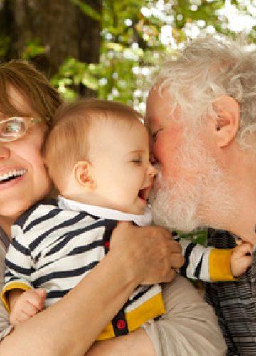 כך תכינו את התינוק ללילה ראשון עם סבא וסבתא